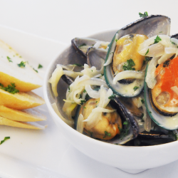 ORGANIC MUSSELS IN WHITE WINE CREAM SAUCE